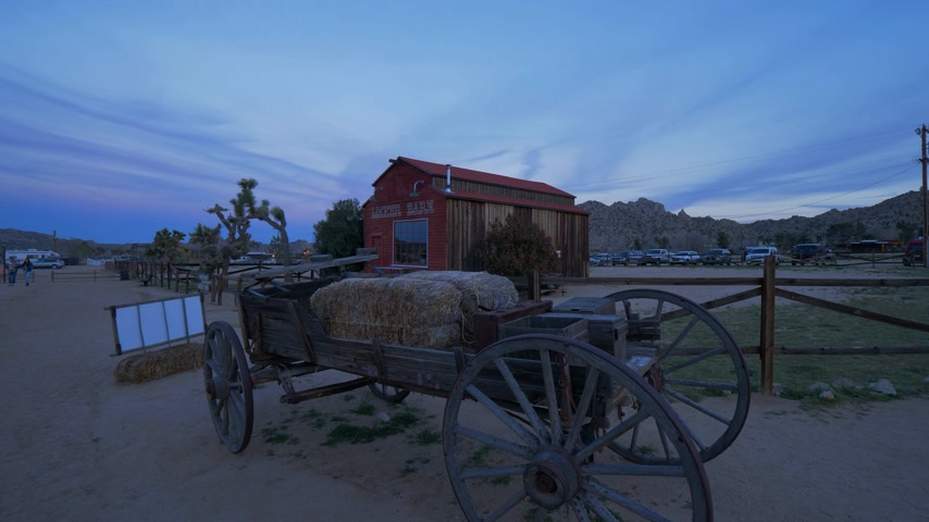 érdemes : Historic Pioneertown in California in the evening - CALIFORNIA, USA - MARCH 18, 2019