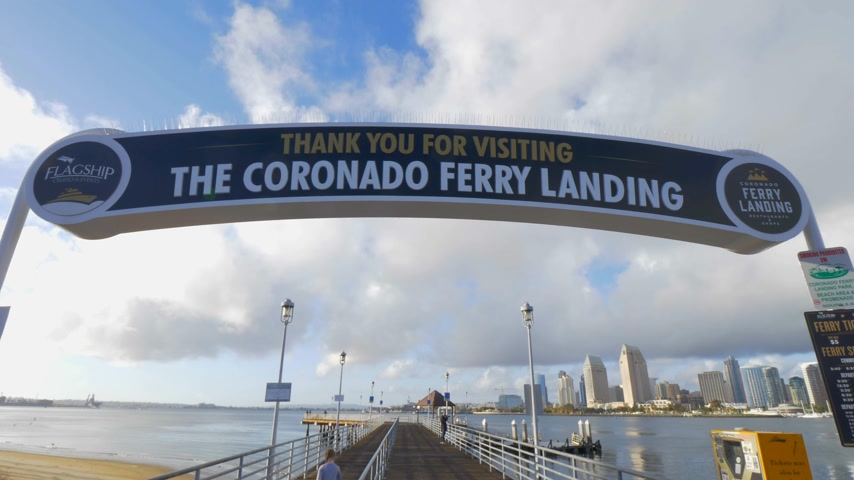 barışçı : Coronado Ferry Landing Pier - CALIFORNIA, USA - MARCH 18, 2019