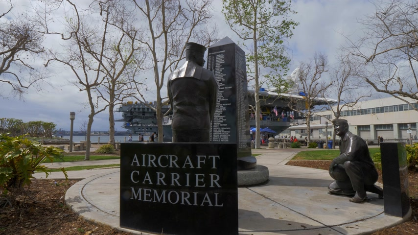 tengeri kikötő : Aircraft carrier memorial at San Diego - CALIFORNIA, USA - MARCH 18, 2019