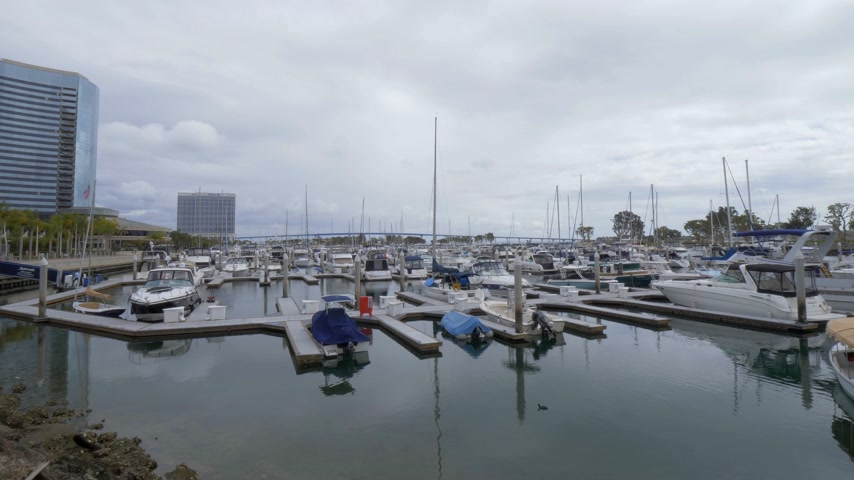 海港 : Embarcadero Marina in San Diego - CALIFORNIA, USA - MARCH 18, 2019