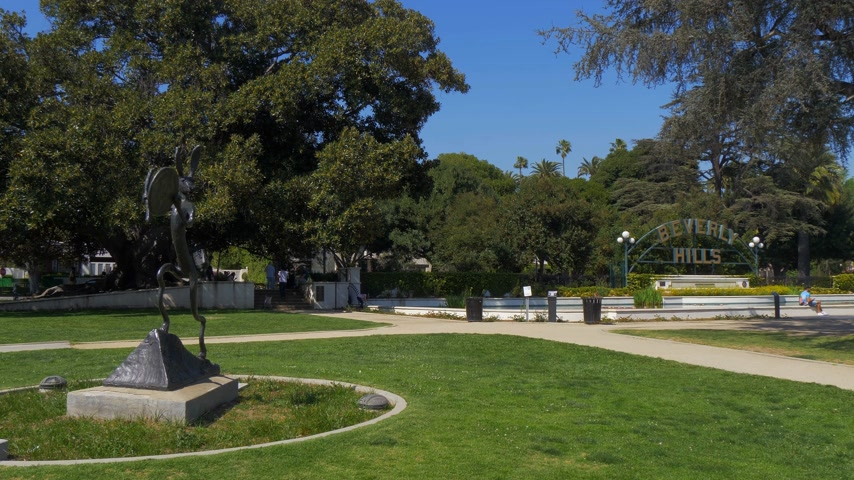 butik : Beverly Gardens Park in Beverly Hills - CALIFORNIA, USA - MARCH 18, 2019 Stok Video