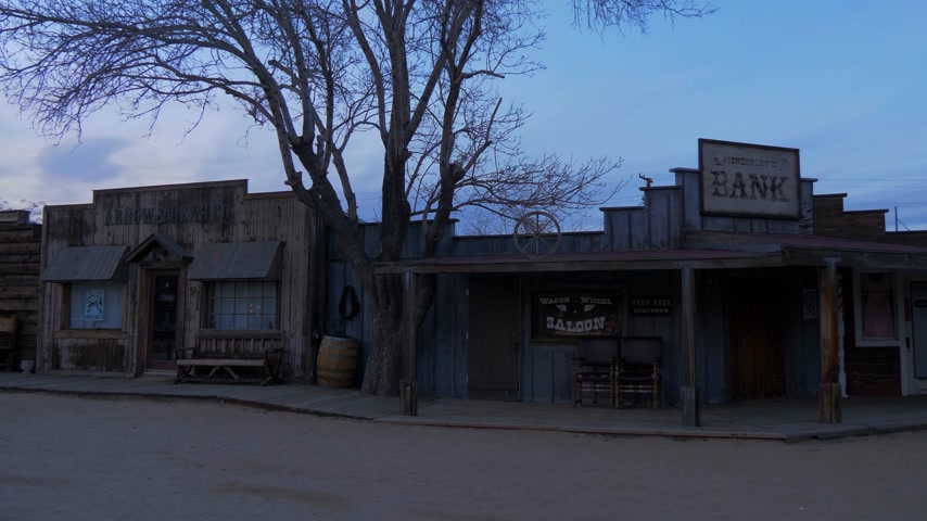 skrzynka pocztowa : Historic wooden buildings at at Pioneertown in California in the evening - CALIFORNIA, USA - MARCH 18, 2019