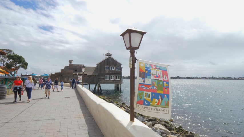 海港 : San Diego Seaport Village at the oceanfront - CALIFORNIA, USA - MARCH 18, 2019