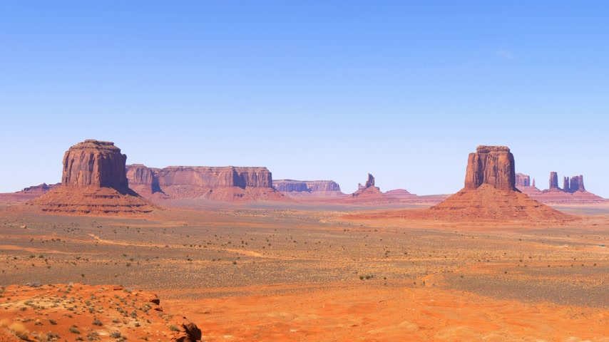 západ : Monument Valley in Utah - famous landmark