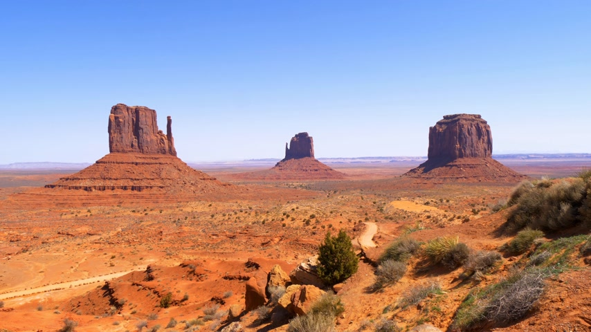 západ : Famous Monument Valley in the desert of Utah