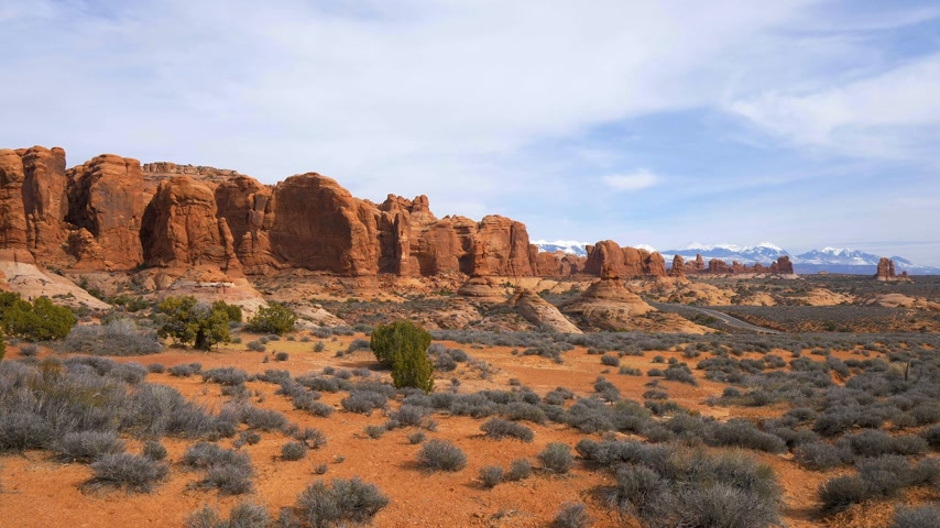 blue red : Arches National Park in Utah - famous landmark