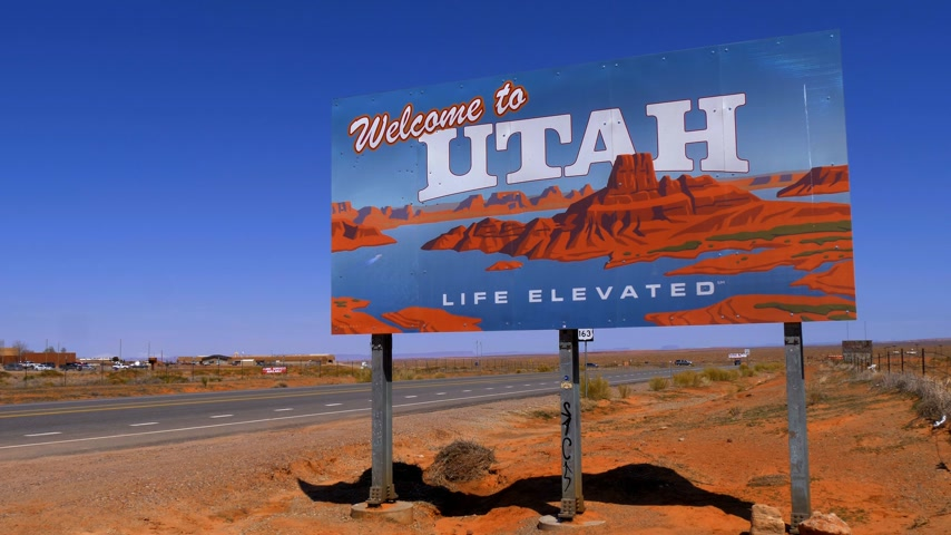 pryzmat : Welcome to Utah street sign - UTAH, USA - MARCH 20, 2019