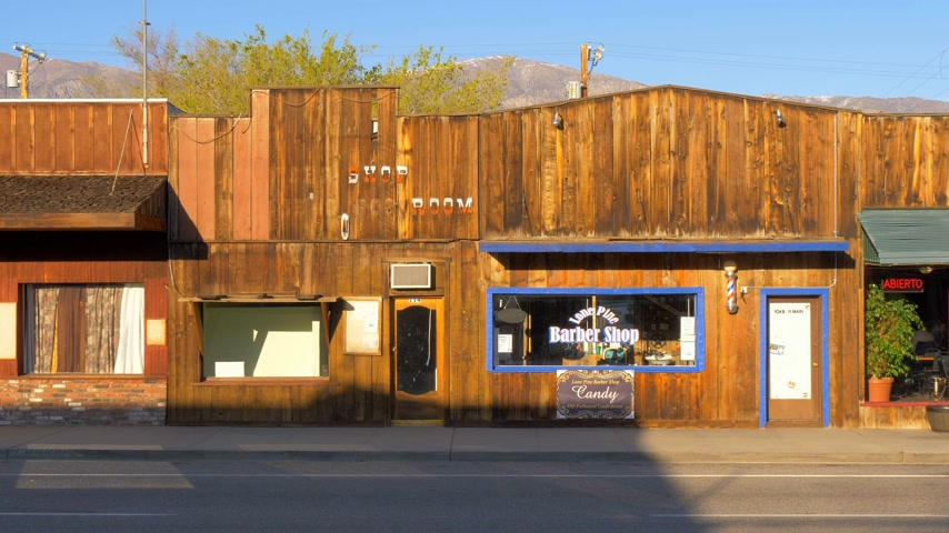 piskopos : Shops in the historic village of Lone Pine - LONE PINE CA, USA - MARCH 29, 2019