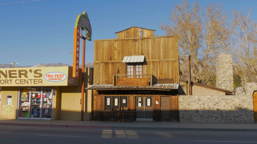 államközi : Wild West Saloon in the historic village of Lone Pine - LONE PINE CA, USA - MARCH 29, 2019