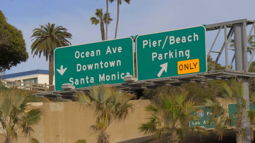 lifesavers : Street signs to Santa Monica - LOS ANGELES, USA - MARCH 29, 2019 Stock Footage