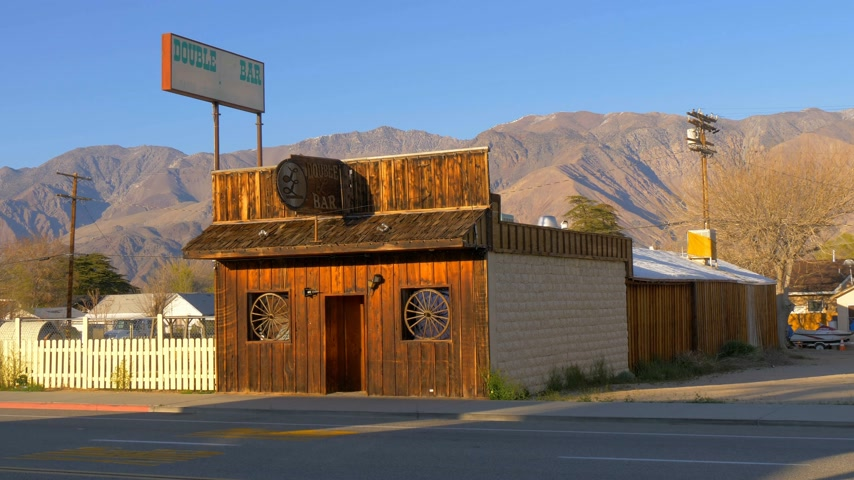 eyaletler arası : Wild West Bar in the historic village of Lone Pine - LONE PINE CA, USA - MARCH 29, 2019