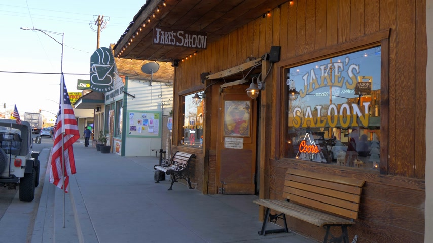 межгосударственный : Wild West Saloon in the historic village of Lone Pine - LONE PINE CA, USA - MARCH 29, 2019
