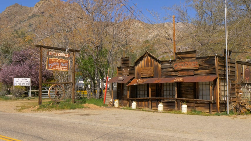 gigante : Old saloon at Riverkern in the Sequoia National Forest - RIVERKERN, USA - MARCH 29, 2019 Vídeos