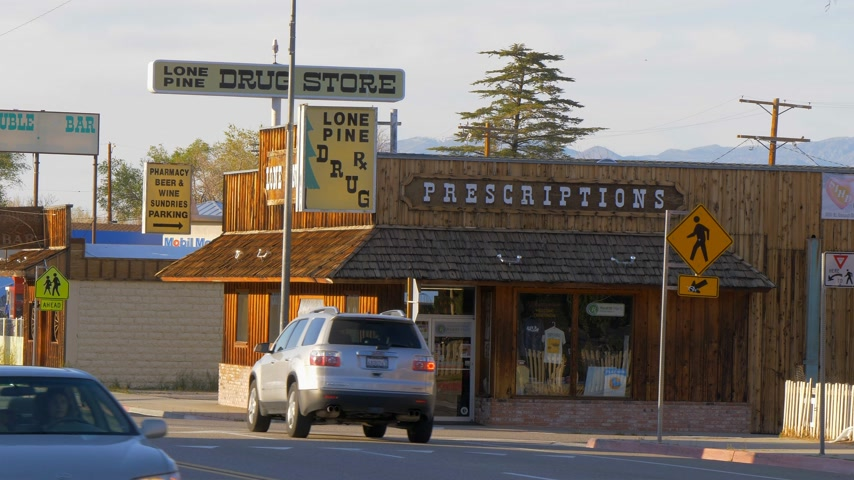 piskopos : Drug store in the historic village of Lone Pine - LONE PINE CA, USA - MARCH 29, 2019