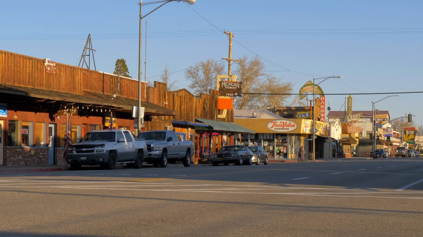 eastern sierra : Main street in the historic village of Lone Pine - LONE PINE CA, USA - MARCH 29, 2019 Stock Footage