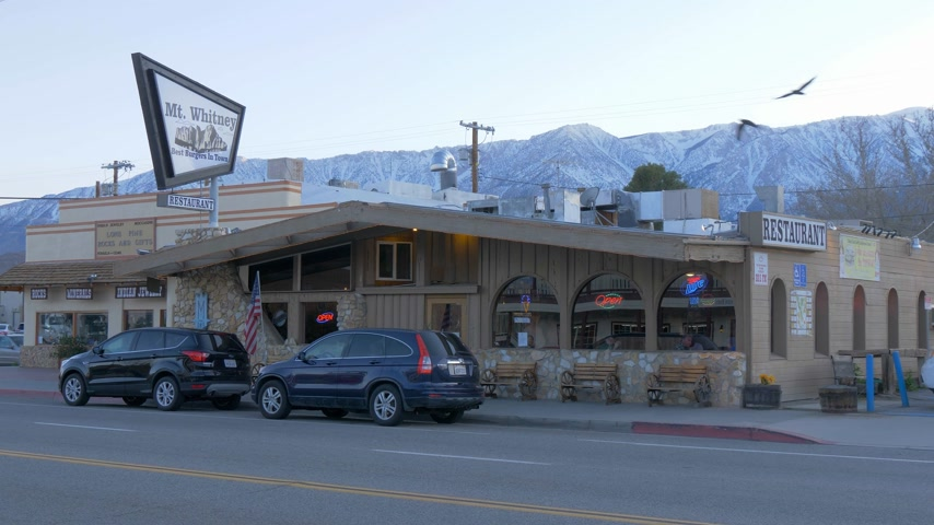 eyaletler arası : Mt Whitney Motel in the historic village of Lone Pine - LONE PINE CA, USA - MARCH 29, 2019