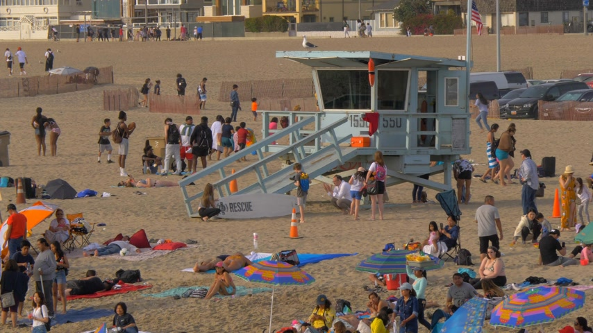 lifesavers : Santa Monica Beach is a busy place in summer - LOS ANGELES, USA - MARCH 29, 2019