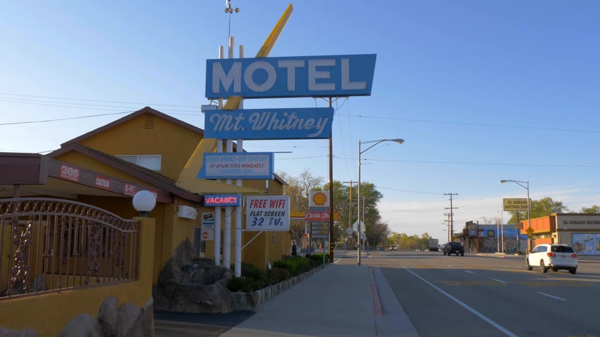 eyaletler arası : Mount Whitney Motel in the historic village of Lone Pine - LONE PINE CA, USA - MARCH 29, 2019