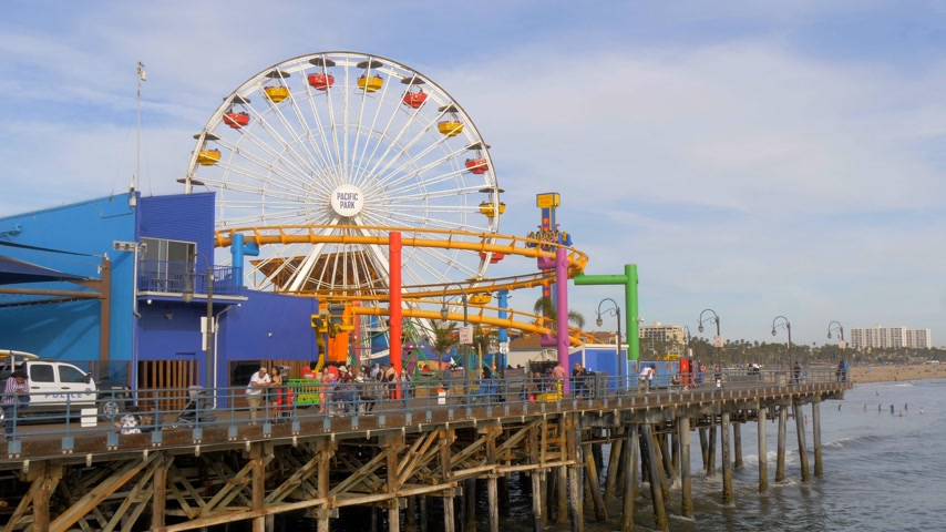 lifesavers : Ferris Wheel at Santa Monica Pier in Los Angeles - LOS ANGELES, USA - MARCH 29, 2019 Stock Footage