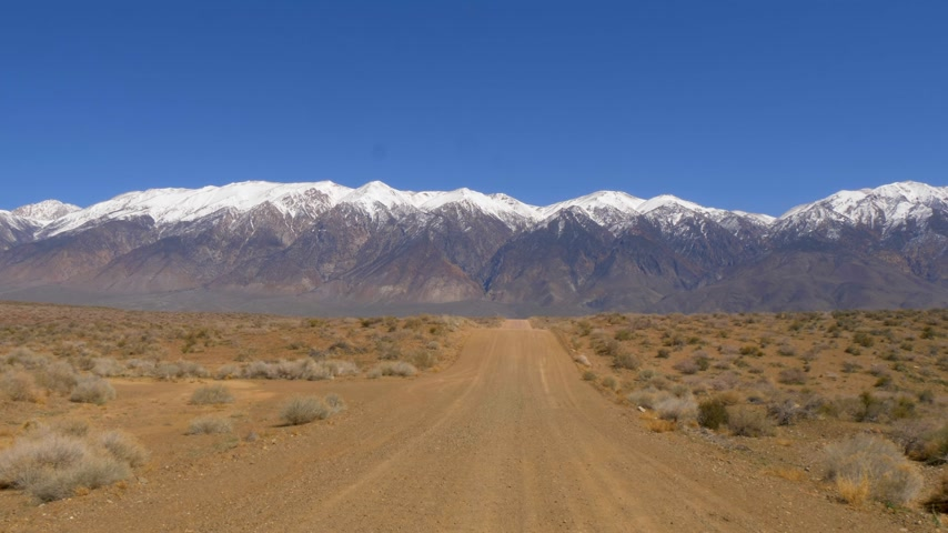 bishop : Unpaved road through the Sierra Nevada