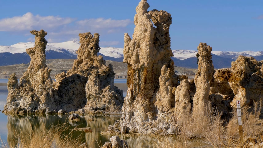mono lake : Mono Lake with its amazing Tufa towers