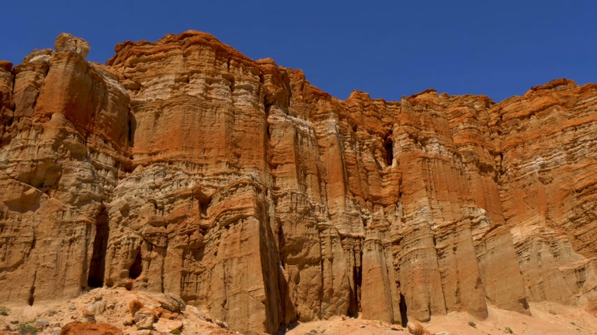průhled : Scenic desert cliffs and buttes at Red Rock Canyon State Park