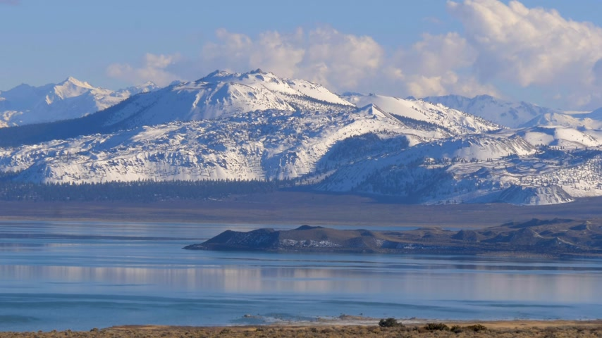 mono lake : Mono Lake in the Eastern Sierra Nevada