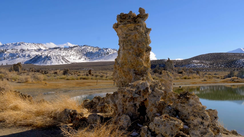 mono lake : Tufa towers columns of limestone at Mono Lake Stock Footage