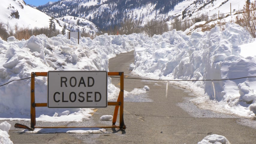 piskopos : Road closed due to mass of snow Stok Video