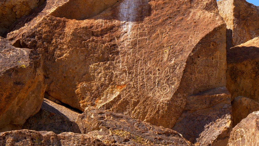 епископ : Ancient Petroglyphs at Chalfant Valley in the Eastern Sierra