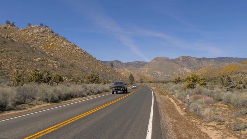 sierra nevada : Scenic route through the desert at Sequoia in California