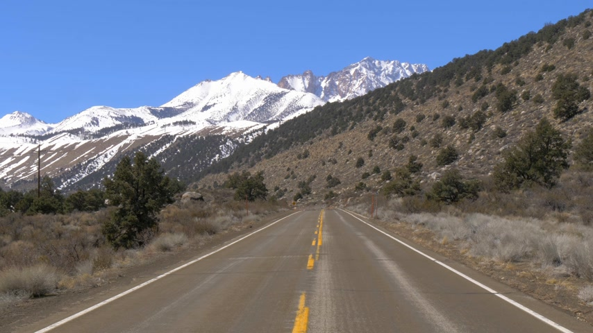 eastern sierra : Scenic road through the mountains of Sierra Nevada Stock Footage