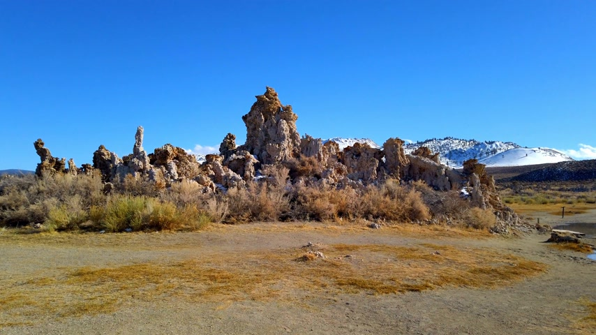 kalcium : Mono Lake California with its Tufa columns - travel photography