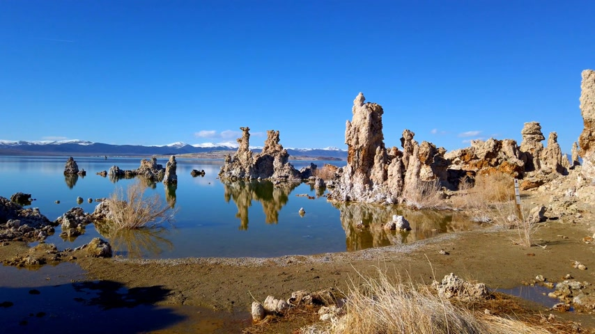 cálcio : Mono Lake California with its Tufa columns - travel photography