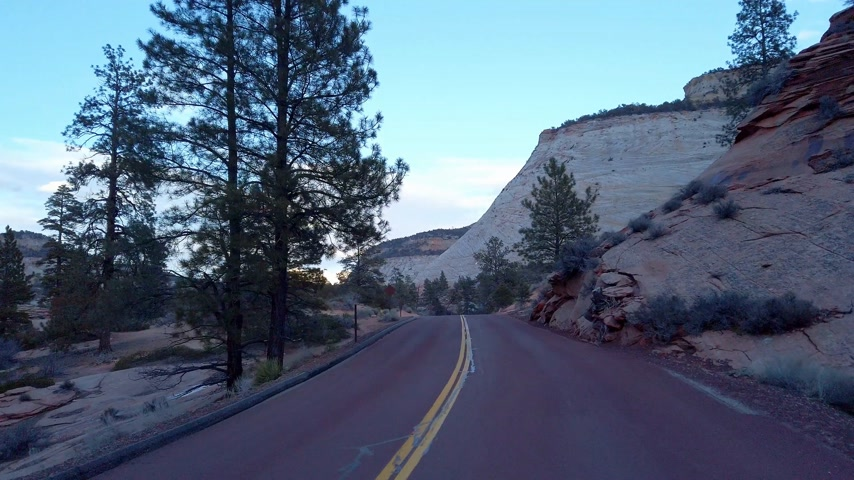 štěrbina : Driving through Zion Canyon National Park in Utah - travel photography Dostupné videozáznamy