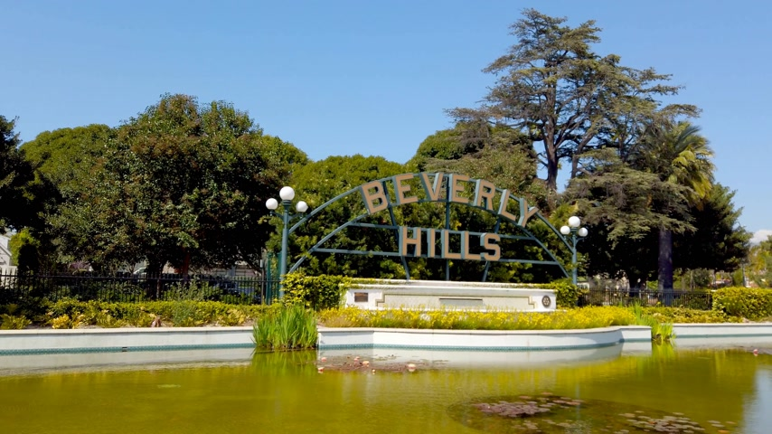 affluent : Beverly Hills Gardens Park in California - LOS ANGELES, USA - APRIL 1, 2019