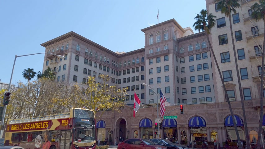 бульвар : Beverly Wilshire Hotel in Beverly Hills - LOS ANGELES, USA - APRIL 1, 2019 Стоковые видеозаписи