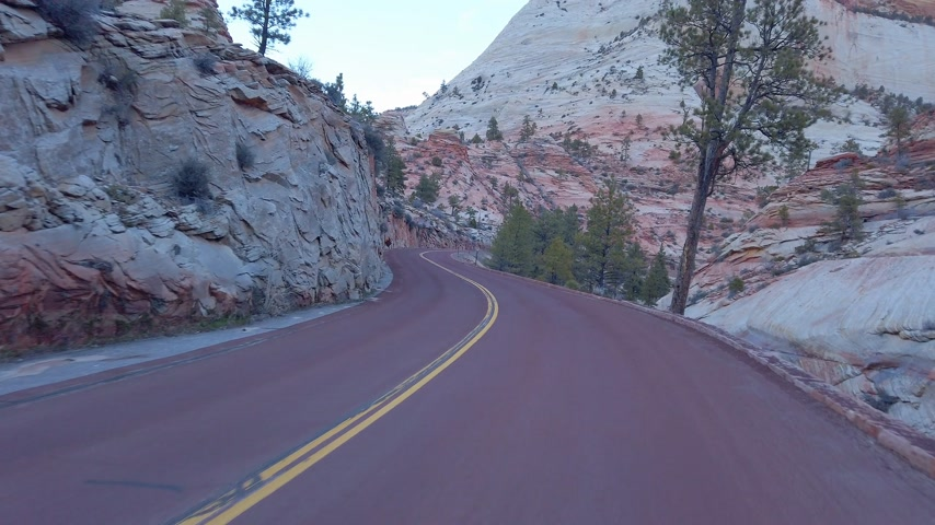 erozyon : Driving through Zion Canyon National Park in Utah - travel photography Stok Video