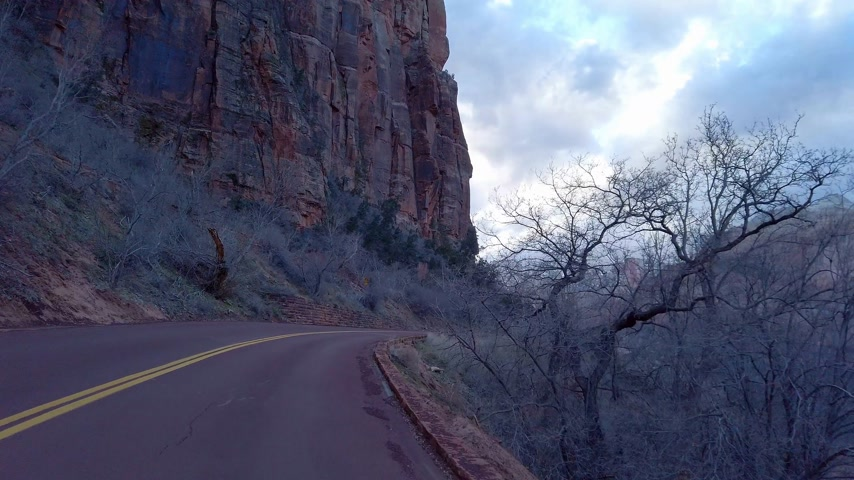 посадка : Driving through Zion Canyon National Park in Utah - travel photography Стоковые видеозаписи