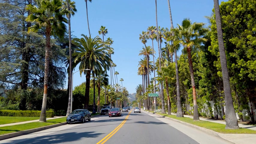 voyant : Conduire à travers Beverly Hills en Californie - LOS ANGELES, USA - 1 avril 2019