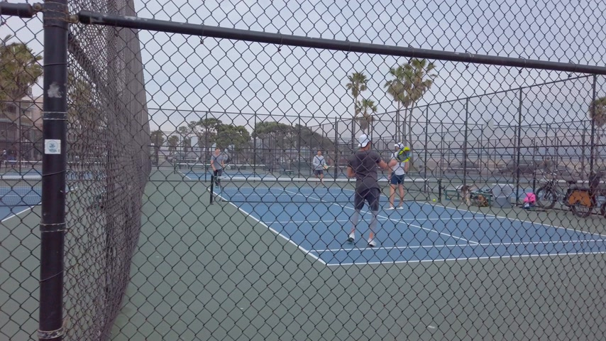 párat se : Tennis Courts at Venice Beach - LOS ANGELES, USA - APRIL 1, 2019 Dostupné videozáznamy