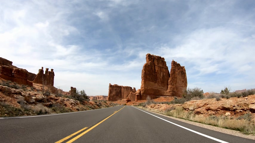 sudoeste : Road trip at Arches National Park in Utah Stock Footage