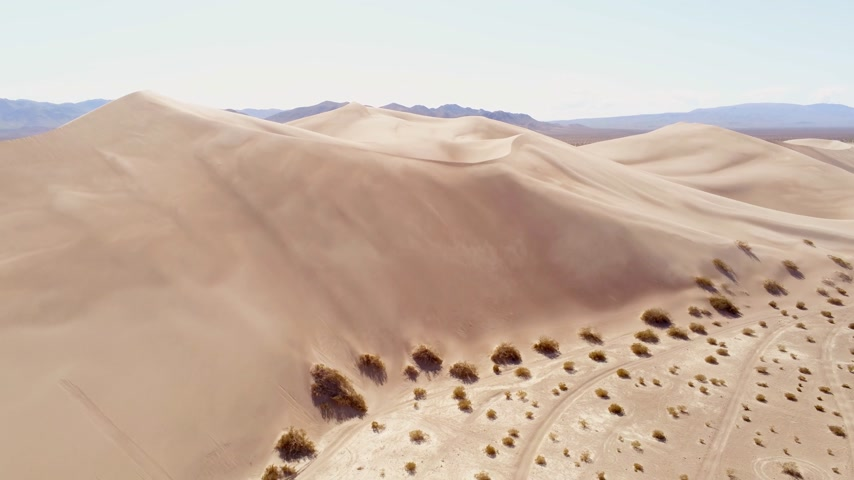 Намибия : Flight over Sand Dunes in the desert