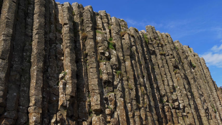 geológiai : Giants Causeway - a popular landmark in Northern Ireland Stock mozgókép