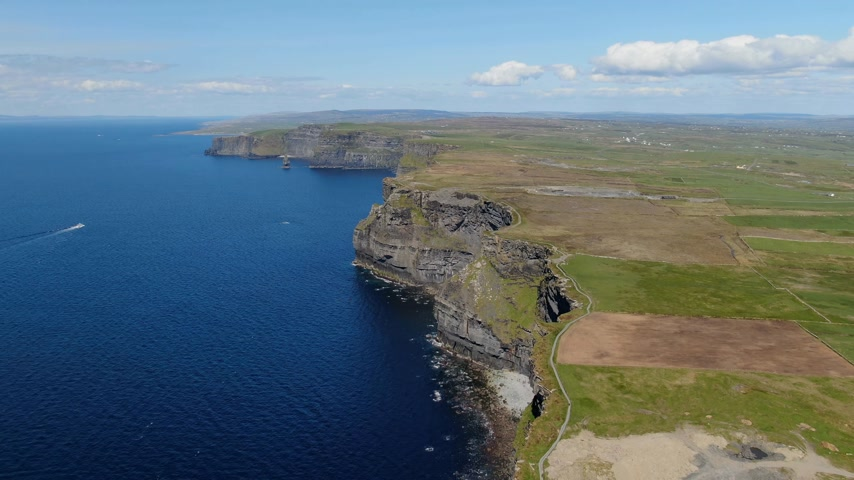 celta : Aerial view over the famous Cliffs of Moher in Ireland Archivo de Video