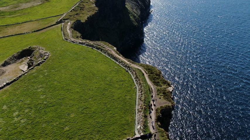 eire : Cliffs of Moher Coastal walk from above - aerial drone footage