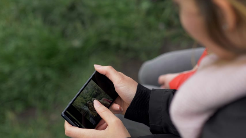 eire : Girl watches photos on her cellphone