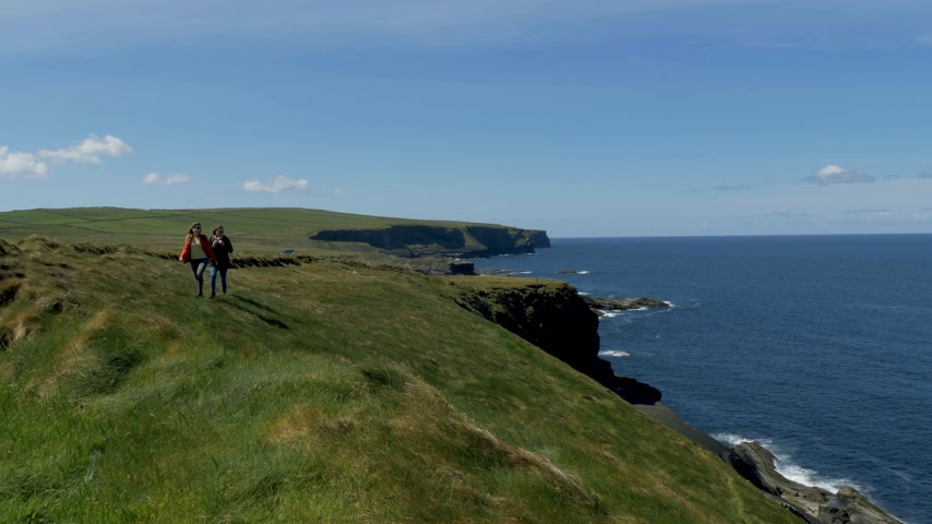 eire : Two women on a vacation trip to the Irish west coast