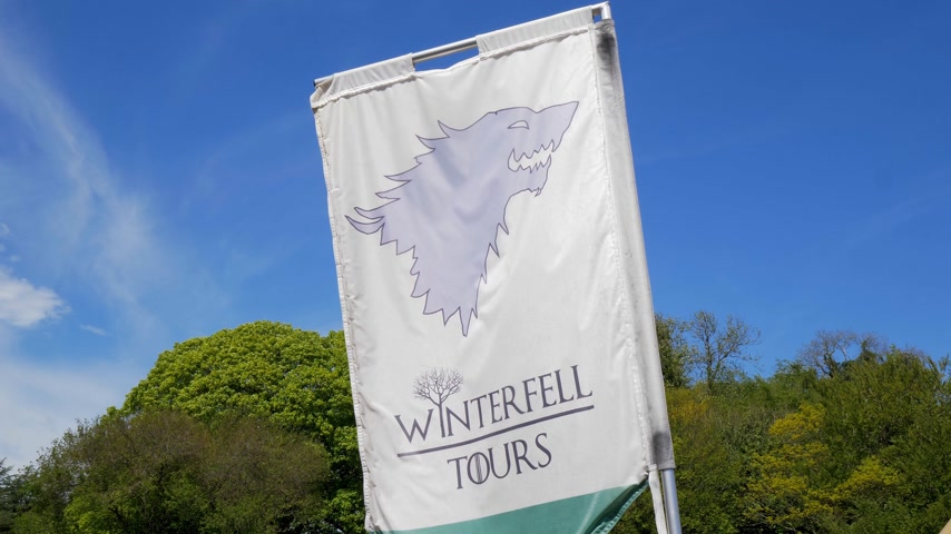 belfast : Game of Thrones Winterfell Tours at Castle Ward Northern Ireland - BELFAST. NORTHERN IRELAND - MAY 12, 2019 Stock Footage