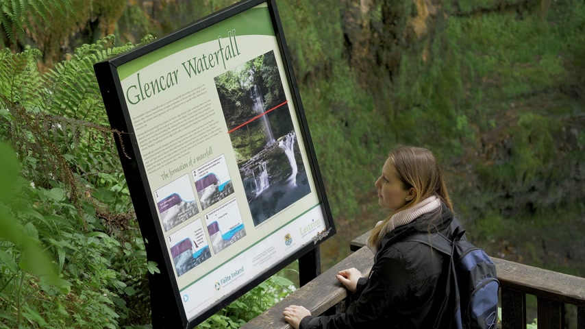 столовая гора : Information table at Glencar Waterfall in Ireland - GLENCAR, IRELAND - MAY 11, 2019